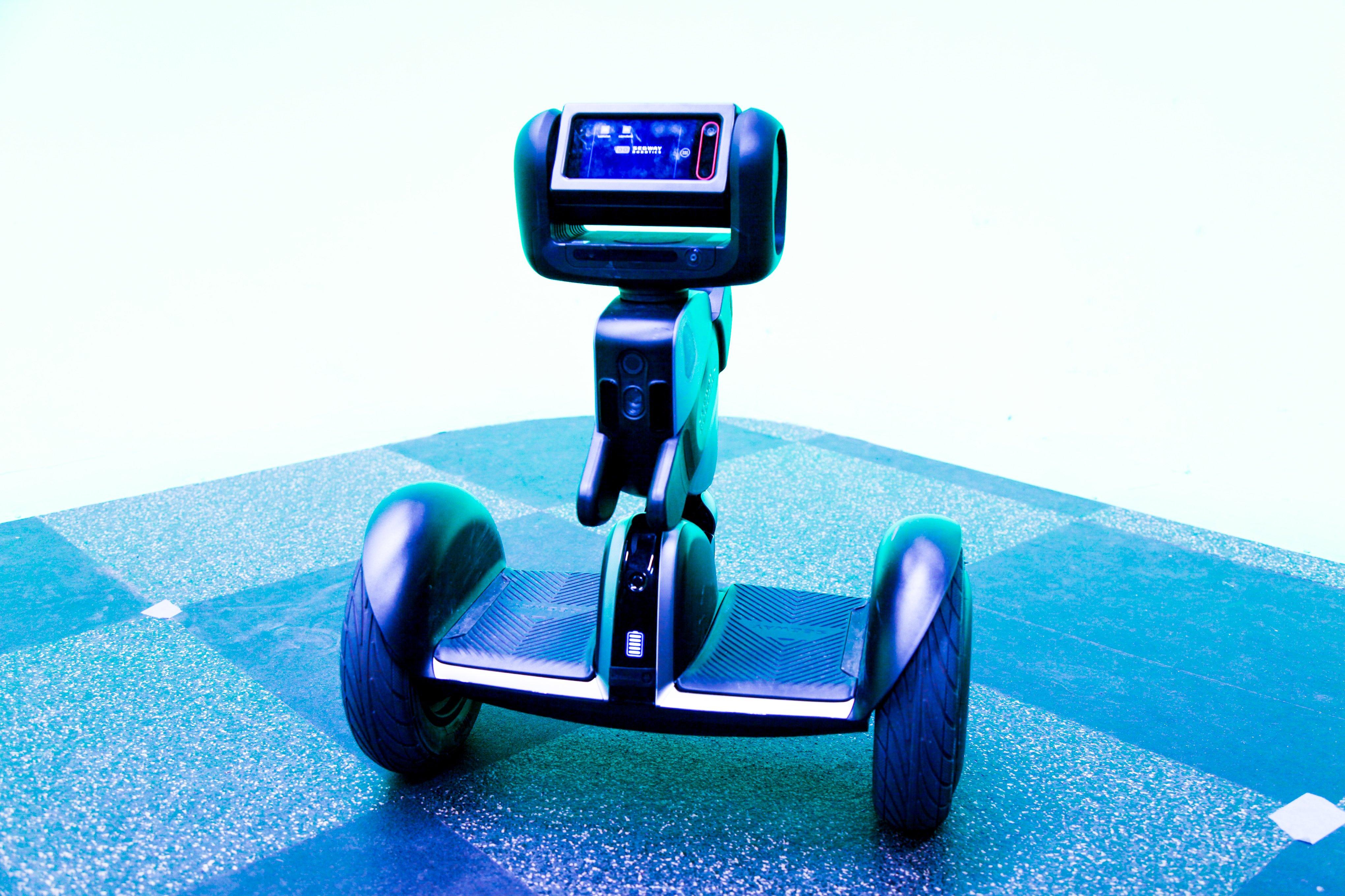 Loomo_as_autonomous_robot_UAT